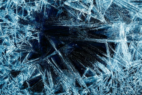 Физики впервые изучили шестиугольную структуру льда на графите