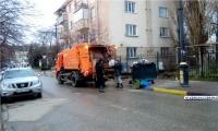 В Керчи начали вычищать контейнерные площадки