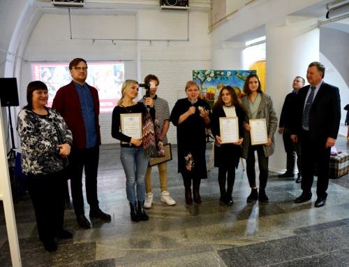В Евпатории открылась выставка победителей фестиваля «Истории достоинства. От Владимира — до Владимира»