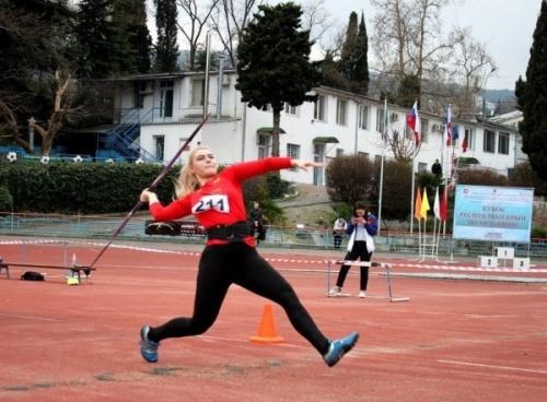 Соревнования по метаниям открыли в Ялте новый легкоатлетический сезон