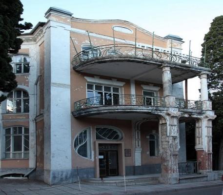 """Полуразрушенный отель """"Метрополь"""" в Ялте продан за $3 миллиона"""