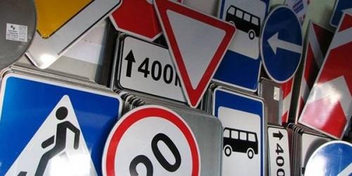 В Крыму похвастались, что установили более 600 новых дорожных знаков