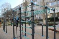 В Севастополе на улице Бориса Михайлова установили новую гимнастическую площадку