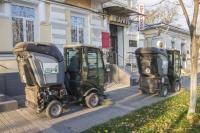 В Симферополе начали мыть дороги и пылесосить тротуары
