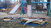 Общественники обеспокоены безопасностью заброшенных детских площадок в Севастополе
