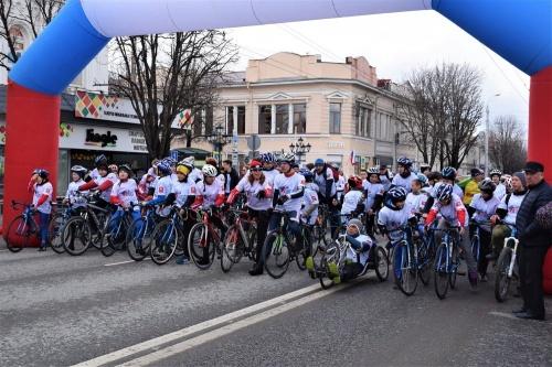 В центре Симферополя прошли легкоатлетический пробег и велозаезд