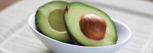 Косточки авокадо - материал для одноразовых столовых приборов и соломинок