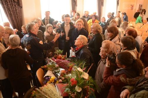 В Никитском саду новая хризантема названа именем Василия Ланового