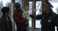 В Севастополе сотрудники ГИБДД спасли 11-месячного ребёнка