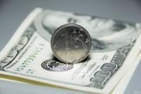 Таинственный трейдер обвалил курс рубля