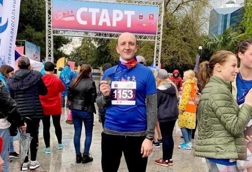 Офицер крымского управления вневедомственной охраны Росгвардии принял участие в Ялтинском полумарафоне 2019