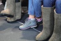 Экономисты поспорили, есть ли у россиян деньги на обувь