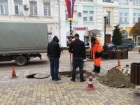 """В центре Симферополя приступили к ремонту """"поплывшей"""" плитки"""