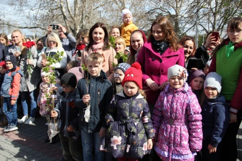 В Севастополе прошел мемориальный час «Сирень Победы»