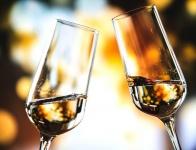 Стюардессы отметили шампанским секс пассажиров на борту