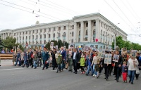 Сотрудники крымской вневедомственной охраны Росгвардии и члены их семей приняли участие в общероссийской общественной гражданско-патриотической акции «Бессмертный полк»