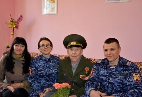 Крымские росгвардейцы навестили ветеранов и участников Великой Отечественной войны