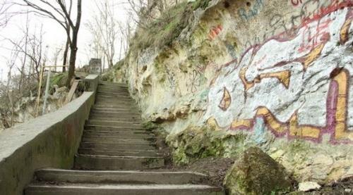 Власти Симферополя рассчитывают в следующем году отремонтировать «лестницу любви»