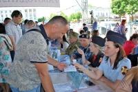 Сотрудники крымской вневедомственной охраны Росгвардии приняли участие в «Ярмарке вакансий»