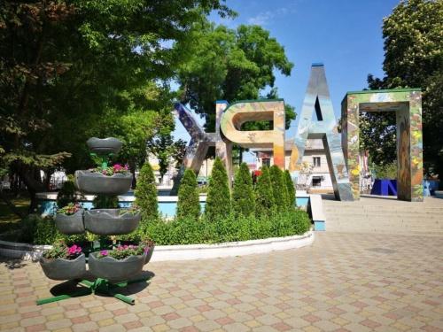 Детский парк Симферополя озеленили