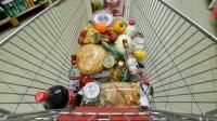 Магазины начинают продавать еду в кредит