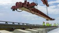 На Крымском мосту уложили 30 из 38 км рельсов