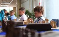 В Керчи на шахматном турнире встретились профессионалы и любители