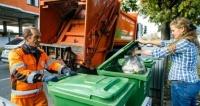 В Симферополе мусор вывозят круглосуточно