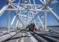 На Крымском мосту завершили укладку рельсов