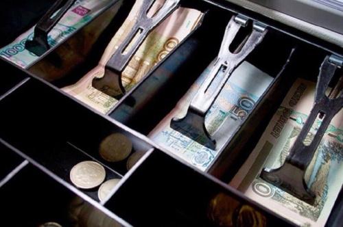 Жительница Алушты подменяла деньги в кассе магазина на «билеты банка приколов»