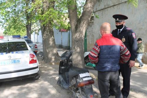 В Евпатории сотрудники ГИБДД проверяют водителей мототранспорта