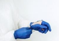 Медики «Скорой помощи» в Евпатории жалуются на некачественные средства защиты
