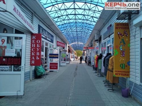Керченские бутики распахнули двери… и «скучают» по покупателям