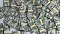 Россияне за месяц забрали из банков больше миллиарда долларов