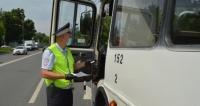 В Евпатории инспекторы ГИБДД проверяют пассажирский транспорт