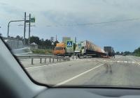 В результате ДТП под Симферополем на дорогу высыпалась колбаса