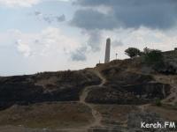 Всего нескольких метров не хватило пожару, чтобы попасть на вечный огонь в Керчи