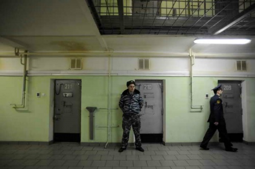 В СИЗО Симферополя арестованный убил одного сокамерника и пытался убить другого