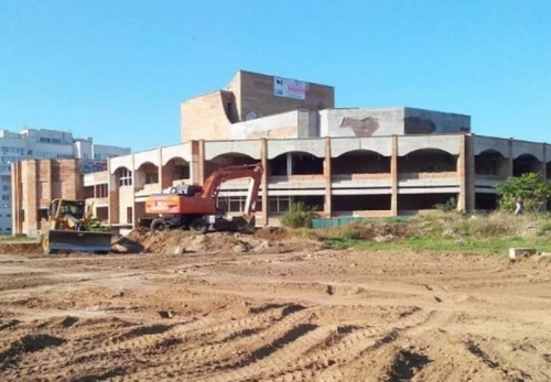 Общественники Евпатории требуют реализовать планы по строительству концертного зала с парком на месте знаменитого недостроя