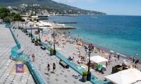 Глава администрации города Ялта попросил местных жителей и туристов не оставлять мусор на пляжах