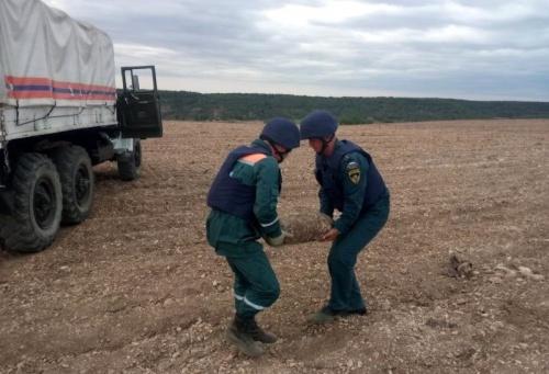 В Севастополе за сутки спасатели обезвредили более десятка найденных боеприпасов