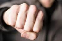 Кулаком в лицо: в Симферополе нетрезвый парень ударил мужчину, потому что он ему «не понравился»