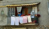 Сушить белье на балконе оказалось опасным для жизни
