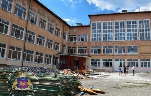 Продолжается капитальный ремонт ялтинских школ