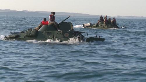 Во время форсирования Керченского пролива затонул БРДМ-2. Все живы