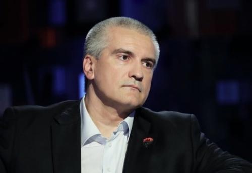 Аксенов пригрозил увольнениями за задержку ремонта дорог в Крыму