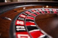 Двое жителей Мурманска организовали в Керчи и Севастополе незаконные азартные игры с доходом в 220 млн рублей