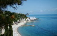 Власти Ялты расторгли договор с пользователем пляжа в Кореизе