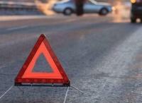 В Крыму минивэн слетел с дороги и врезался в дерево: три человека в больнице