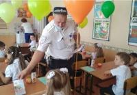 В Керчи у школ усилили контроль сотрудники Госавтоинспекции